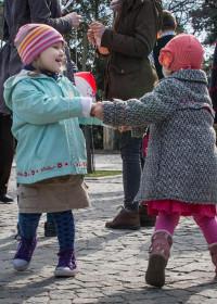 Bucuria copiilor - trăiesc în prezent, eliberați de trecut și câștigă viitorul