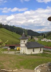 Mănăstirea Făgeţel – candela românească de sub munţii Harghitei