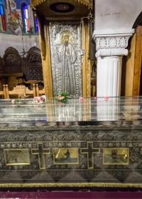 """Sfântul Efrem cel Nou: """"Spune tare, copilul meu, ca să audă toți că te-am făcut sănătos!"""""""
