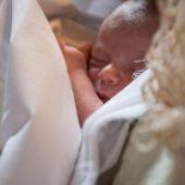 Credința în Maica Domnului readuce la viață un bebeluș născut prematur